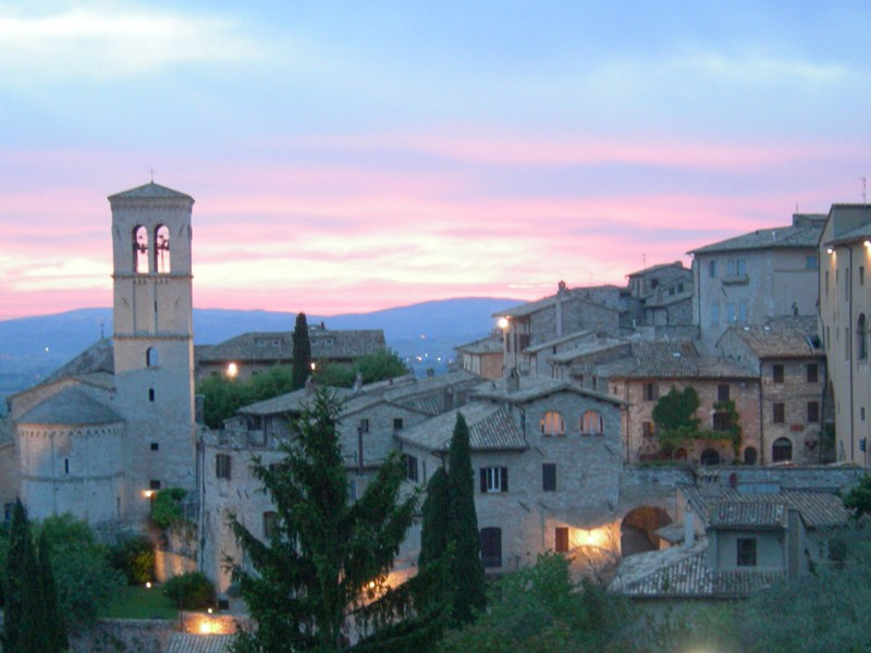 assisi-night